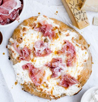 White Pizza w. Prosciutto di San Daniele & Grana Padano cheese